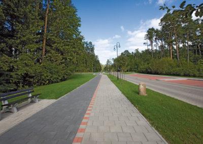 plyta-chodnikowa-35x35-producent-Superbruk-przykladowa-realizacja-alejka-chodnik