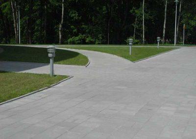 plyta-chodnikowa-35x35-producent-Superbruk-przykladowa-realizacja-chodnik-1