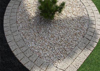 Mozaik-kostka-brukowa-plukana-szlachetna-8cm-producent-ABW-Superbruk-realizacja 2