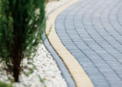 Obrzeza-lukowe-betonowe-chodnik-producent-ABW-superbruk-bialystok-realizacja-03