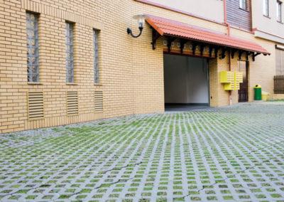 Plytka-chodnikowa-azurowa-EKO-beton-producent-ABW-superbruk-bialystok-realizacja-07-parking