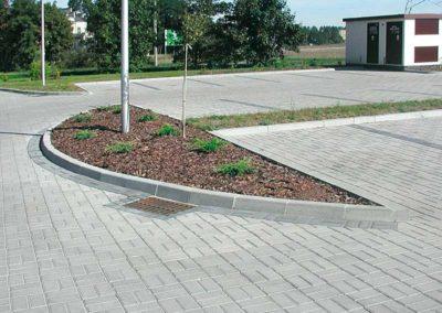 kraweznik-lukowy-betonowy-ciezki-producent-ABW-superbruk-bialystok-realizacja-01