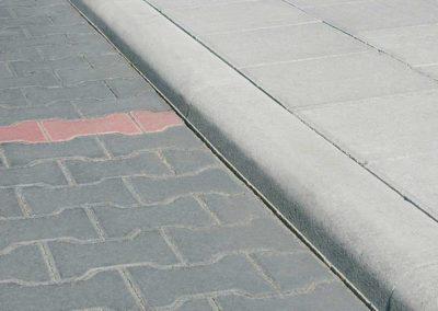 kraweznik-najazdowy-betonowy-ciezki-producent-ABW-superbruk-bialystok-realizacja-02
