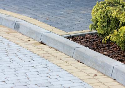 kraweznik-prosty-betonowy-lekki-producent-ABW-superbruk-bialystok-realizacja-02
